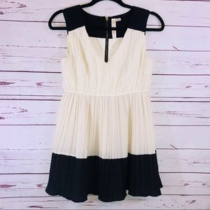 Cute Black & Cream Sleeveless Zip Back Top/Tunic